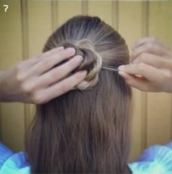 Прическа с плетением для длинных волос фото