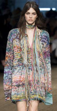 цветастое платье-свитер в этническом стиле