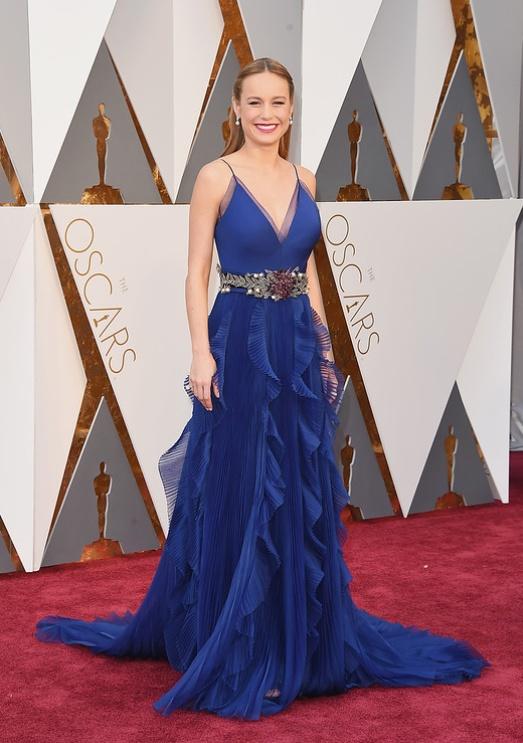 Оскар платья