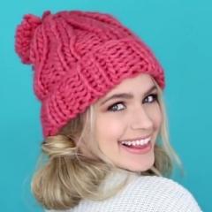 Фото зимних причесок для улицы: как помочь своей прическе выиграть сражение с шапкой