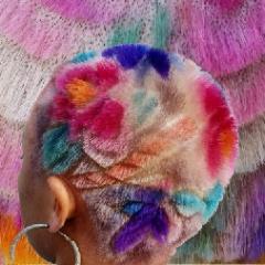 Резка по черепу: цветная геометрия на бритых женских головах