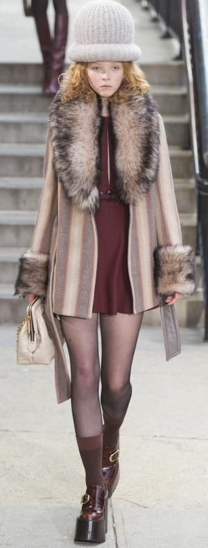 Красивое пальто для полных с вертикальными полосами от Marc Jacobs