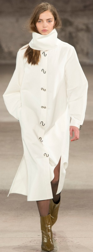 Дизайнерское белое пальто миди с расширенным рукавом от Tibi