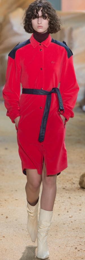 Комбинированное красное с черным пальто - модный тренд 2018 от Lacoste