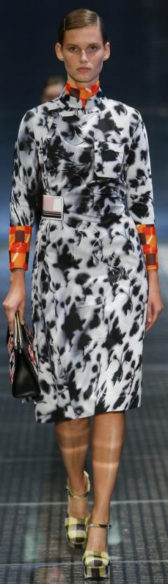 Модный плащ 2017 от Prada