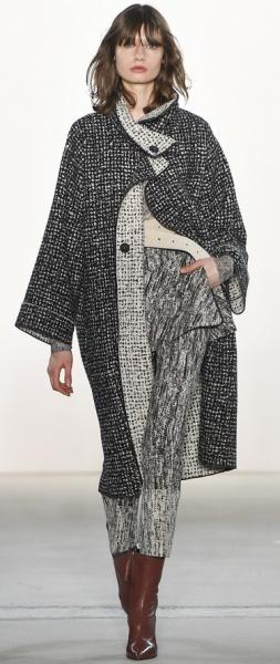 Красивое элегантное пальто для полных женщин на осень 2017 года -из твида серого цвета со светлой отделкой