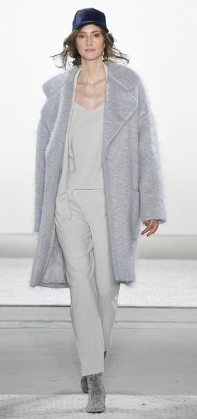 меховое пальто цвета жемчуга от Steinrohner