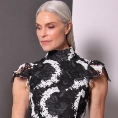 Мода 2017 для взрослых женщин за 50: платья, костюмы, вечерние наряды от дизайнерского дома Christian Siriano