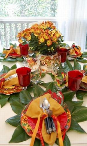 Чем украсить стол в новый год Петуха и какие блюда на него поставить