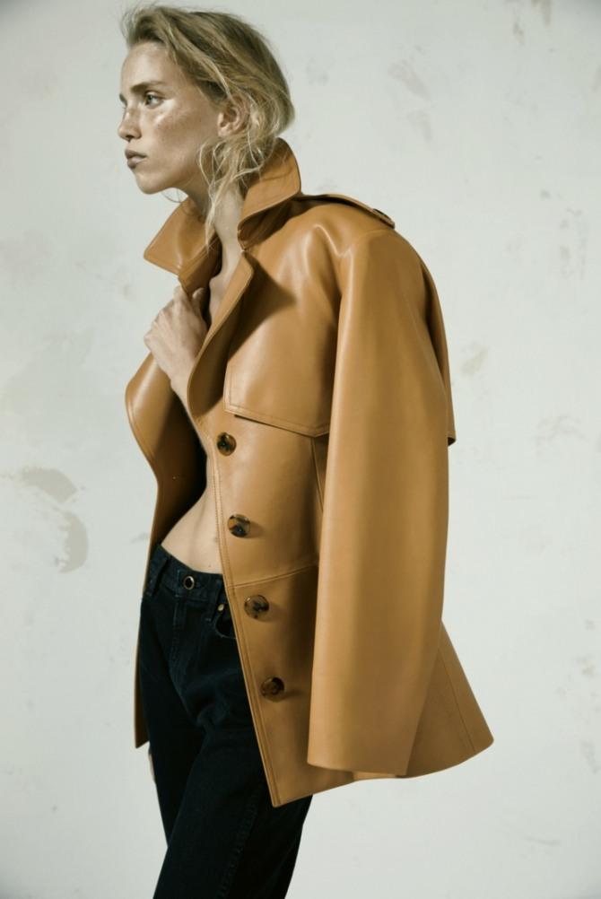 дамская куртка из кожзаменителя серо-желтого цвета с отлетной кокеткой