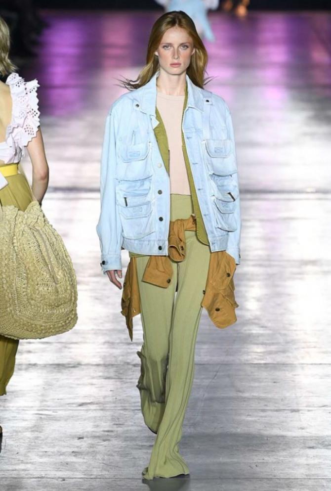 модная джинсовая куртка весна-лето 2019 с многочисленными клапанами