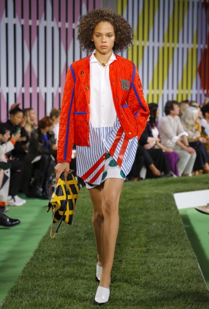 модная стеганая весенняя молодежная куртка 2019 красного цвета