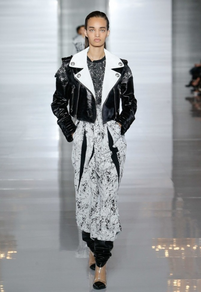 короткая женская черная блестящая куртка с белым воротником