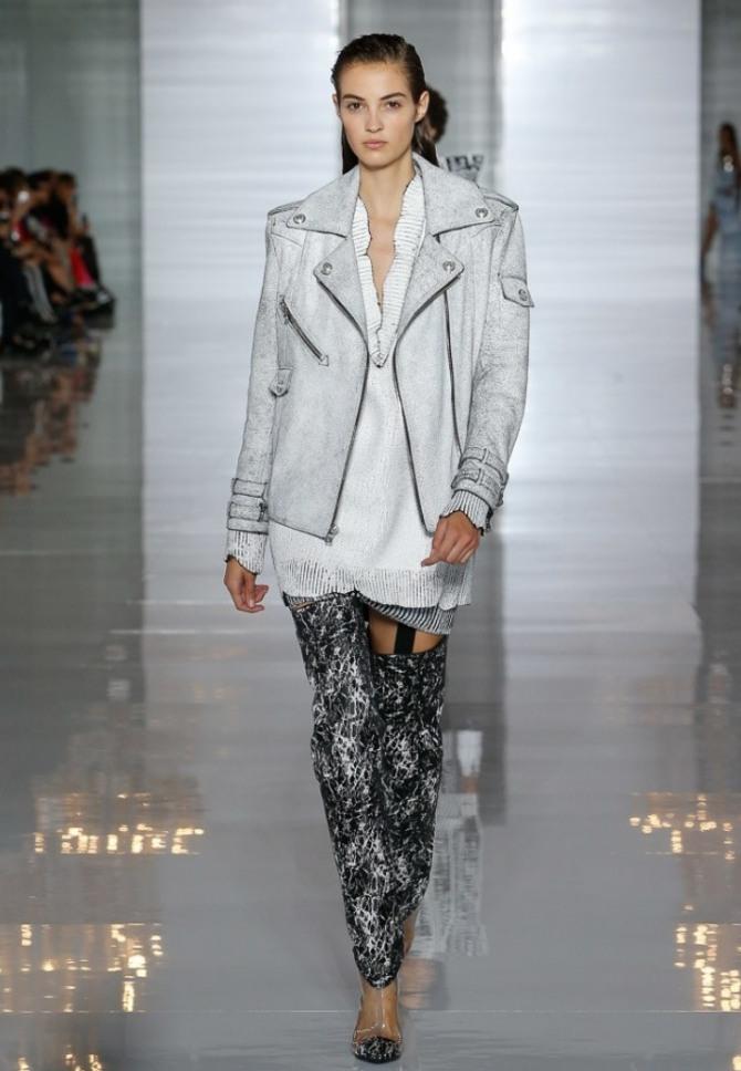 куртка из светлой кожи с погонами, карманами на рукавах, с застежкой молнией