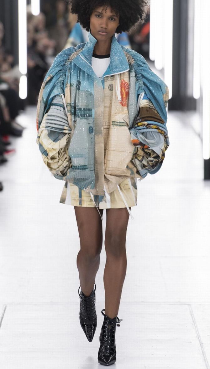 объемная молодежная куртка от Louis Vuitton в голубых тонах с оригинальными рукавами