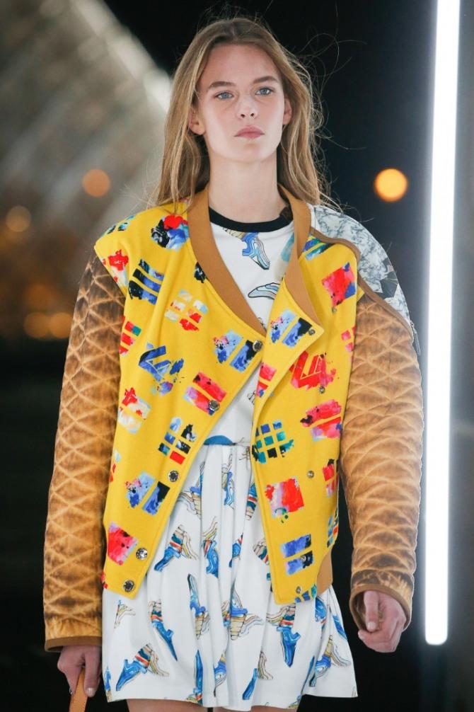 комбинированная молодежная женская желтая куртка с рукавами из стеганой материи