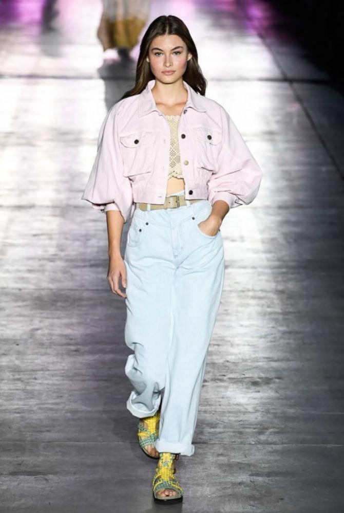 розовая короткая летняя джинсовая курточка