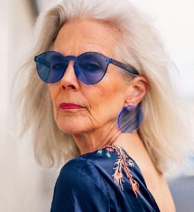 стильные образы для женщин семидесятилетнего возраста с омолаживающими прическами