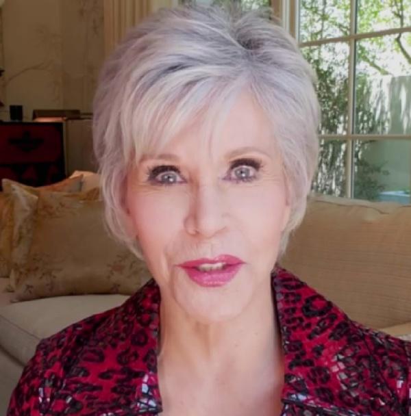 Джейн Фонда, 83 года - элегантная короткая стрижка на волосах короткой длины