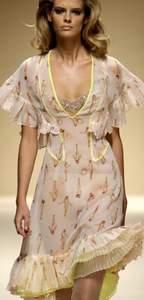 Летнее платье из шифона со скошенной