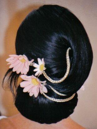 """Новость  """" Свадебные прически с цветами"""