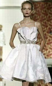 Нарядные платья для выпускного бала 2008 Фото галерея.