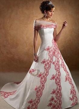 Насыщенные цвета.  Некоторые практичные невесты пытаются шить на заказ...