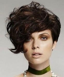 И, тем не менее, короткие волосы предлагают длину, простейшую в укладке...