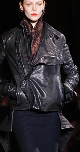 Модные женские плащи куртки пончо и