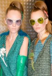 6ace9578219a Треугольные и квадратные очки с цветными стеклами от Prada Фото модных  солнцезащитных очков Осень-Зима 2015-2016