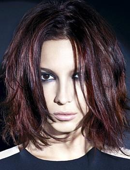 Фото новых женских стрижек для волос средней длины (+видео)