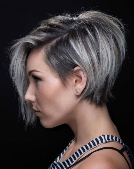 Женские прически для средних волос с челкой 7
