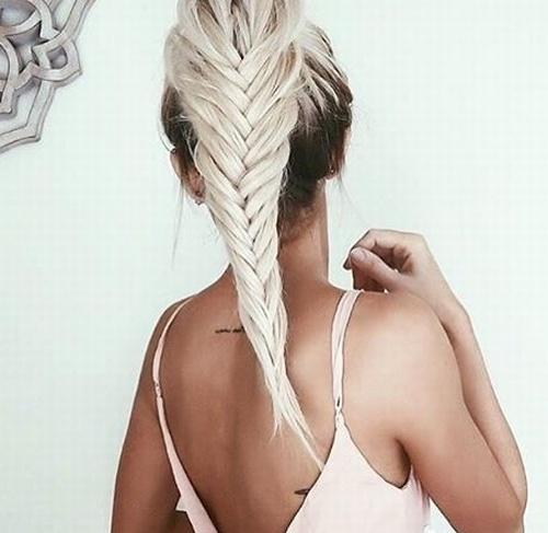 Прически на средние волосы для блондинок фото