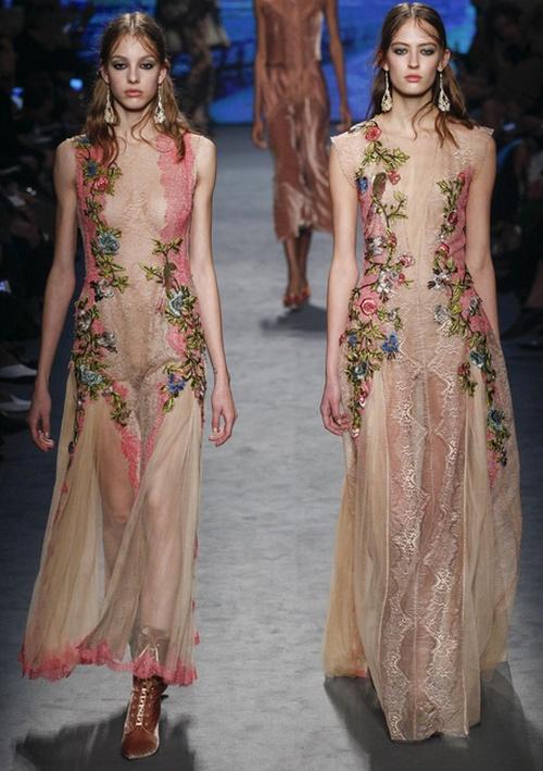 Полупрозрачное платье с цветами