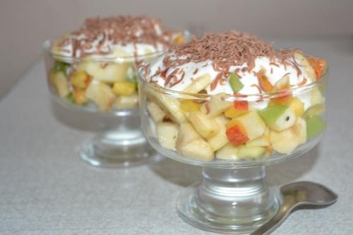Фруктовый салат для детей с йогуртом рецепт пошагово в