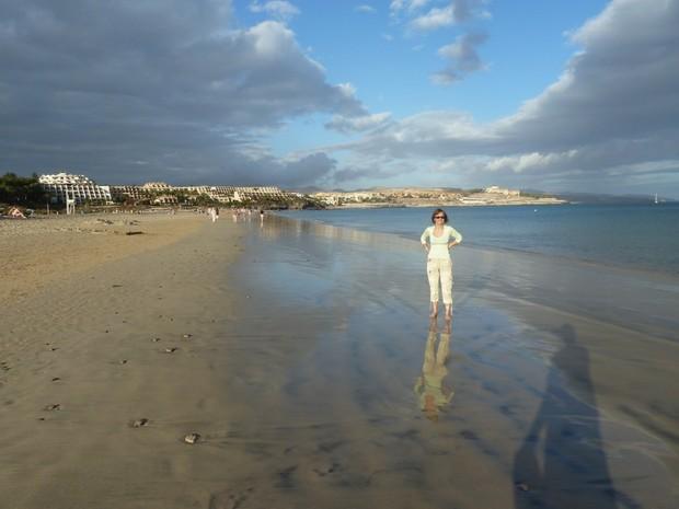 Пустынные песчаные пляжи выглядят