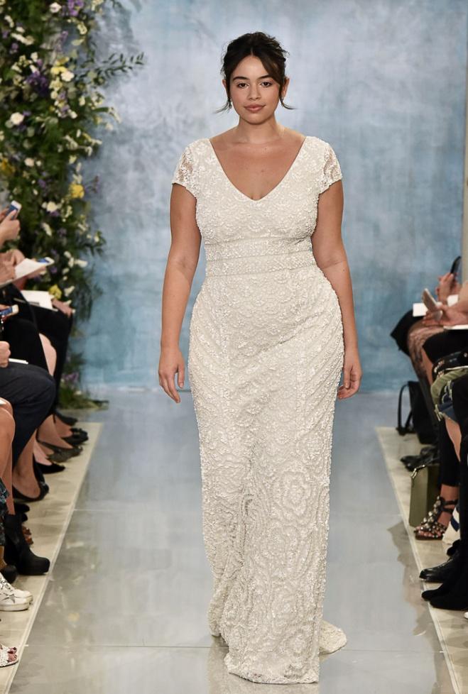 07287ddaa7c Самые красивые свадебные платья для полных предыдущих сезонов. Модные  тенденции на сезон 2017-2018 - галерея свадебного вдохновения