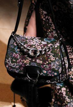 5e4e0d347e32 наплечная сумка флап Модная женская сумка на осень с цветочным принтом от Miu  Miu ...