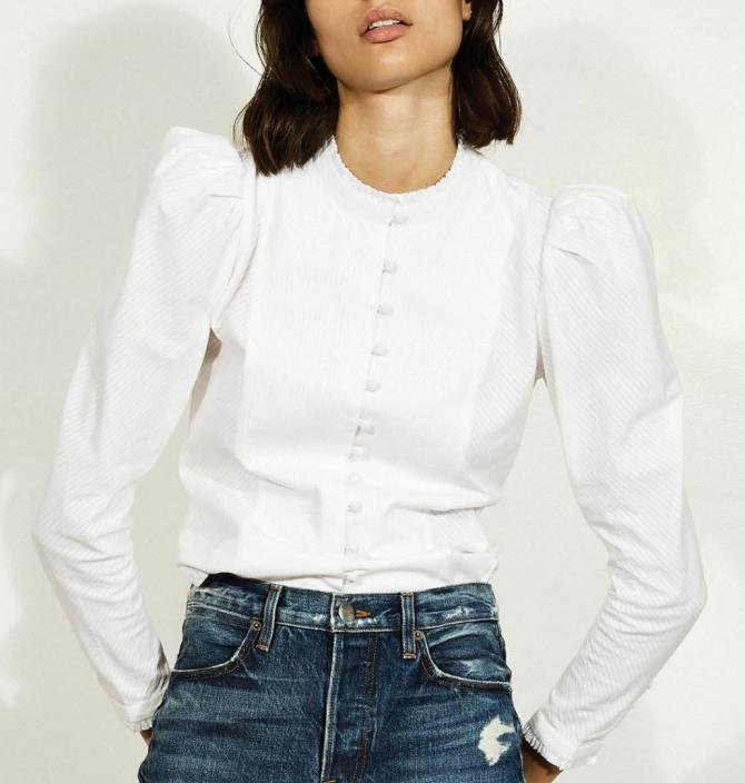 707c41d0976 белая блузка с джинсами - фасон без воротника с застежкой на пуговках и с длинными  рукавами