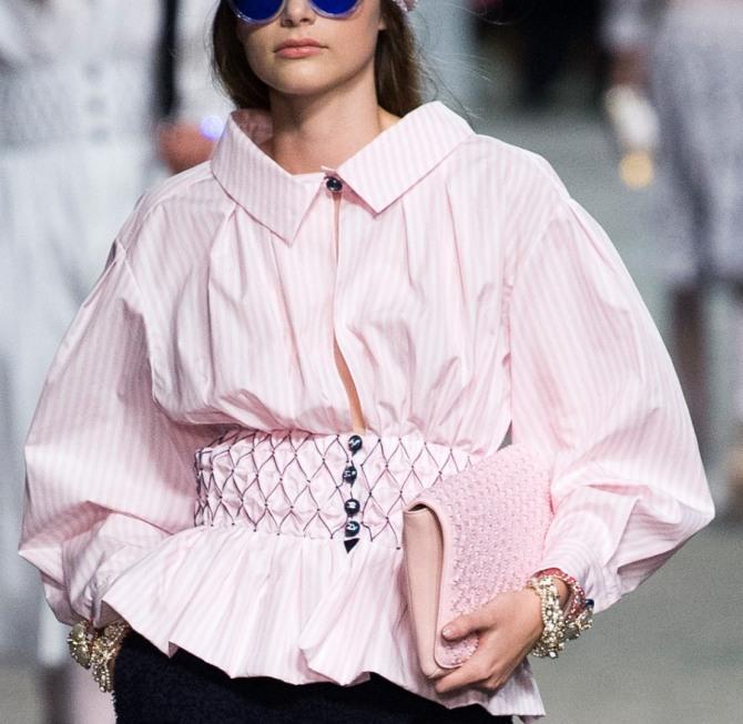 dfbd365e0c2 розовая блузка в полоску с баской от Шанель