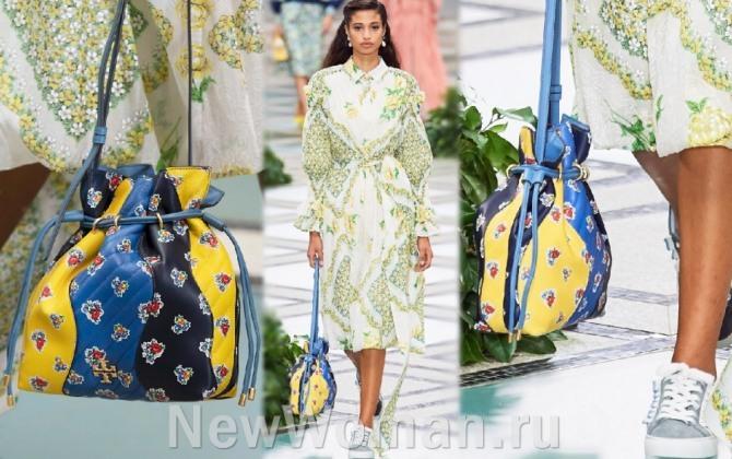 главные тенденции в моде на женские сумки весна-лето 2020 - сумка-кисет с цветочным принтом из ярких цветных полос - луки с модного показа Tory Burch