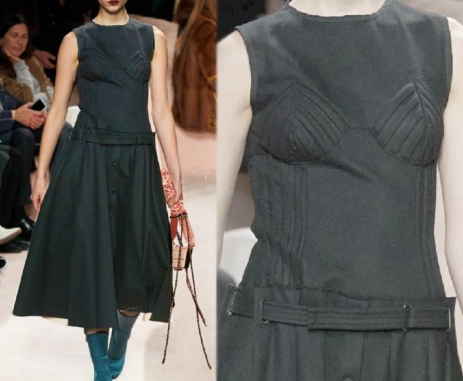 декоративная отстрочка платья, фото модного повседневного весеннего платья 2021 года от бренда Фэнди - с заниженной линией талии и расклешенной юбкой