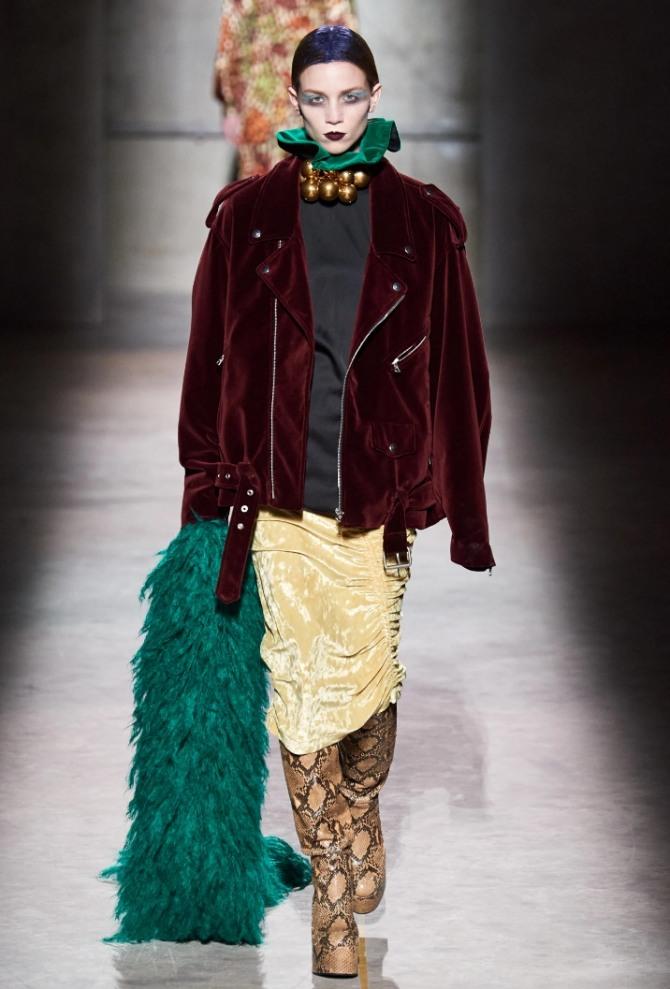 женская косуха из велюра винного цвета от бренда Dries Van Noten - фото из коллекции 2021 года