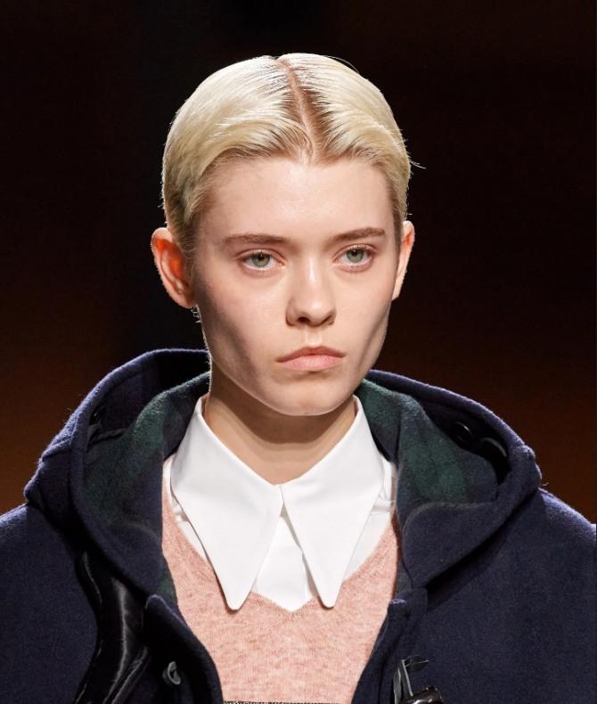 дамская стрижка гарсон с прямым пробором, открытым лбом и без челки - тренды для волос на сезон Осень 2020