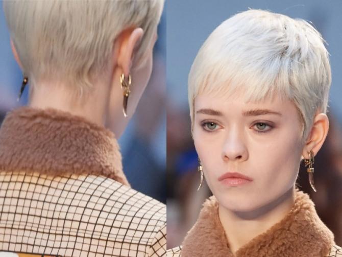 короткая осенняя стрижка 2020 блонд - гарсон с удлиненными висками и неровным затылком