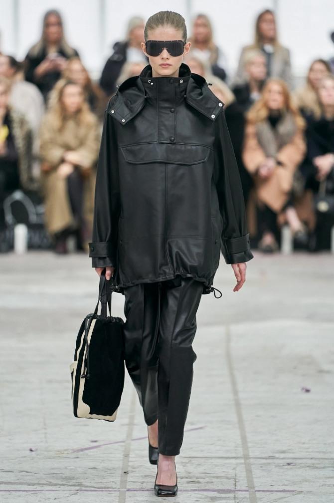 черная парка-анорак от бренда By Malene Birger на 2021 год