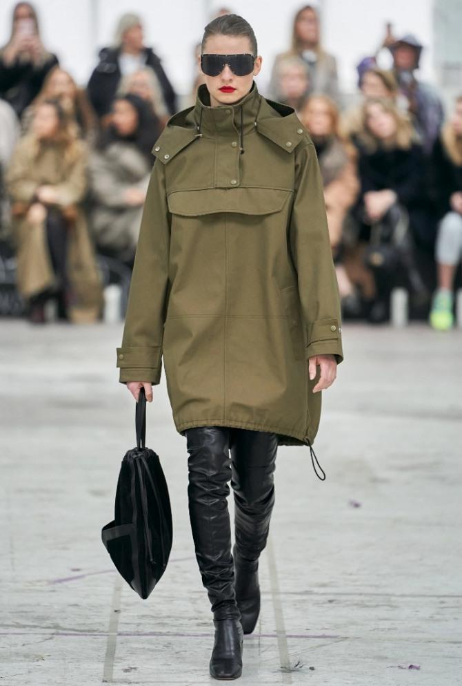 с какими сапогами носить осеннюю парку анорак в 2021 году - уличная демисезонная модная одежда от бренда By Malene Birger