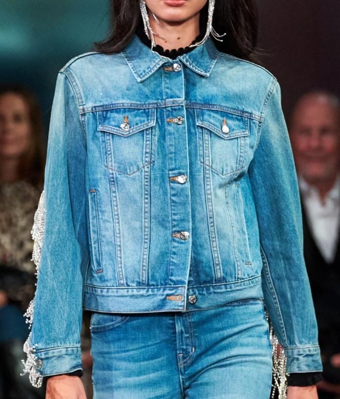 джинсовая куртка-рубашка цианового цвета  - с подиума на 2021 год от бренда Veronica Beard
