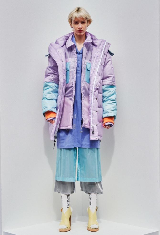 двухслойная сиреневая молодежная куртка с подиума в Токио от бренда Bodyson - коллекция 2021 года