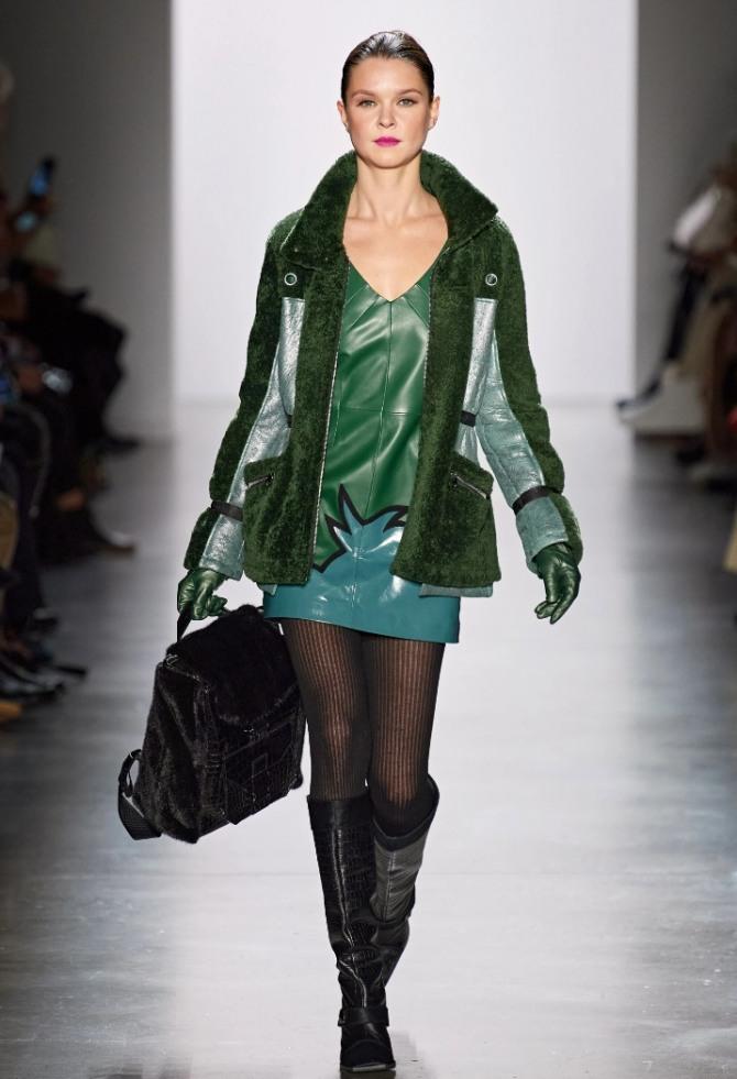 комбинированная зимняя женская куртка 2021 года - кожа и плюш в зеленой цветовой гамме из коллекции Dennis Basso осень-зима 2020 -2021
